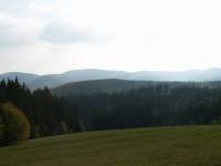Výhled na Beskydy z louky pod Lačnovem