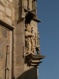 Jedna ze soch na Petrově