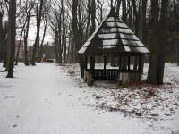 Odpočinkové místo u dětského hřiště