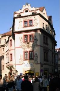 Dům u Zlaté studny: Dnes stejnojmenný hotel