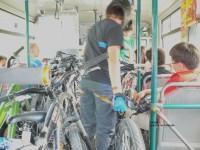 Cyklisté v autbuse na Medeo