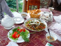 Oběd při návratu z Turganu.