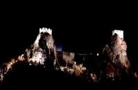 Hrad Trosky v noci