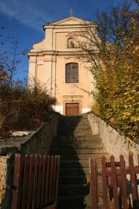 Sutom - kostel a pam.chr. areál sv.Petra