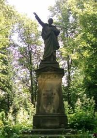 Vysoké nad Jizerou - městský park: socha Karla Havlíčka Borovského v městském parku