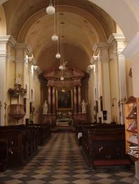 Interiér kostela Navštívení Panny Marie v Lomnici
