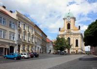 Barokní kostel sv. Petra a Pavla na Mírovém náměstí