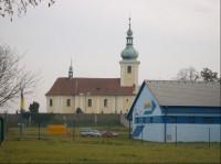 kostel Nanebevzetí Panny Marie: Barokní hřbitovní kostel Nanebevzetí Panny Marie, postavený na místě bývalé gotické františkánské kaple.