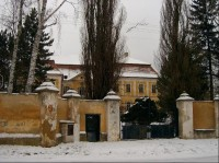 Zámek Olešná: První zmínka o obci je z roku 1331, kdy patřila k hradu Točníku. Roku 1558 se stala součástí točnického panství, krátce na to pak přešla pod zbirožské panství, kde zůstala až do roku 1850, kdy se osamostatnila. Největší rozkvět obce byl