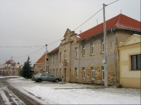 Restaurace: V polovině devatenáctého století byla v blízkosti obce otevřena šachta, ale po vytěžení uhlí byla v roce 1892 uzavřena.
