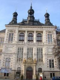 Průčelí budovy muzea
