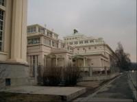 Střední část budov