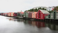 Trondheim - řeka Nidelva - staré přístavní sklady z 18./19. stol.