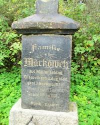 Jsou zde velmi staré náhrobky