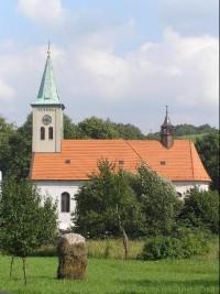 Kostel: Barokní kostel sv. Petra a Pavla v obci