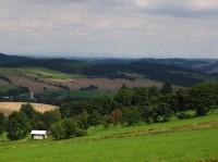 Koníkovské vrchy: Pohled z Kamenice (780 m.n.m), v pozadí Králický Sněžník...
