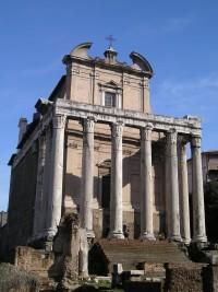 Řím - Chrám Antonia a Faustiny a kostel San Lorenzo