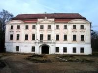 Hlavní průčelí zámku