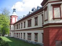 Pohled od západu na zahradní partii zámku
