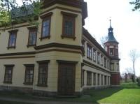 Pohled od východu na zahradní partii zámku