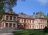 Zámek: Hlavní průčelí zámku
