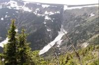 Úpská  jáma - Hormí vodopád Úpy: kar zařezaný v úbočí Studniční hory- pohled z pěšiny do Obřího dolu