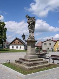 socha na náměstí