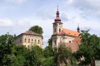 pohled na chrám sv. Bartoloměje a záložnu