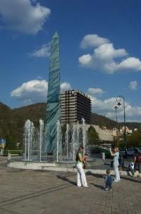 Skleněný obelisk