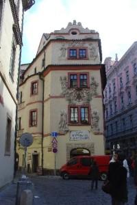 Karlova ulice: Dům U zlaté studny