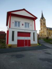 Hasičská zbrojnice a kostel sv. Matouše