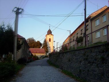 Velká Bystřice-farní ulice Křižovského ke kostelu Stětí Jana Křtitele-Foto:Ulrych Mir.
