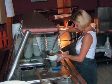 Restauraci U Rozvařilů charakterizují lidové ceny a rychlá, ochotná a milá obsluha