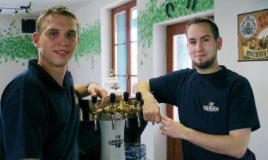 Současní provozovatelé: zleva pokračovatel rodiné tradice Lukáš Zeman a Tomáš Rys