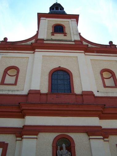 Vrchlabí - průčelí klášterního kostela Sv. Augustina