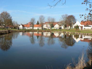 Týnec, návesní rybník