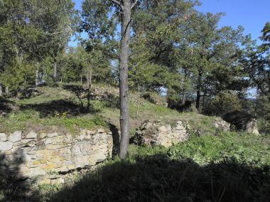 Osule, střední část hradu