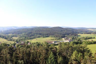 Pohled z rozhledny na Hoslovice