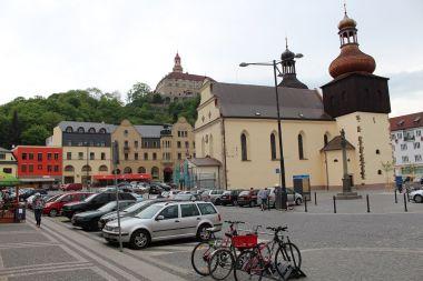 Náchod, kostel sv. Vavřince a zámek