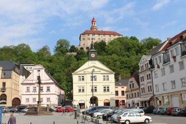 Náchod, náměstí a zámek
