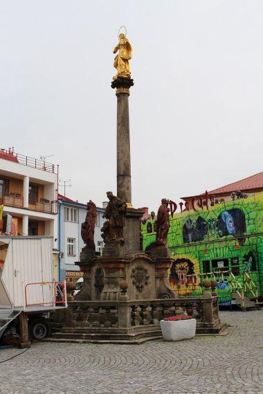 Dobruška, mariánský sloup na náměstí