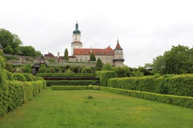 Nové Město nad Metují, zámecká zahrada a zámek