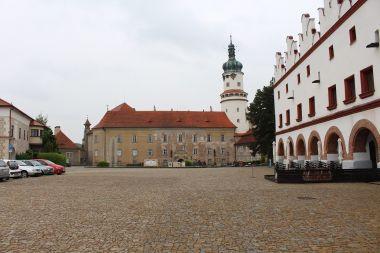 Nové Město nad Metují, pohled na zámek z náměstí