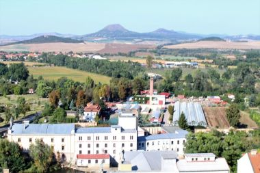 Louny, pohled z věže kostela na České Středohoří