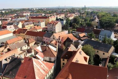 Pohled z věže na město