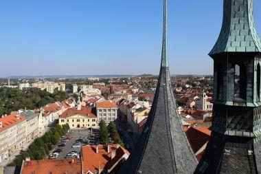Pohled z věže k východu