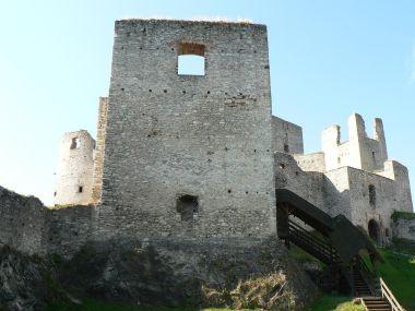 Rabí, stěna paláce