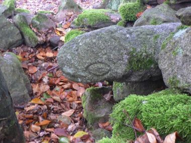 Stráž, kamenná zmije