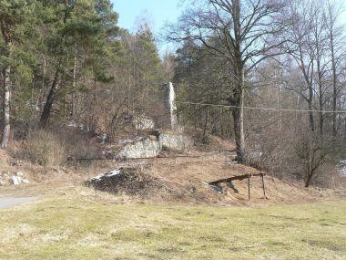 Zbytky stavby u bývalého lomu