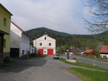 Rejštejn, v pozadí Radkovský vrch